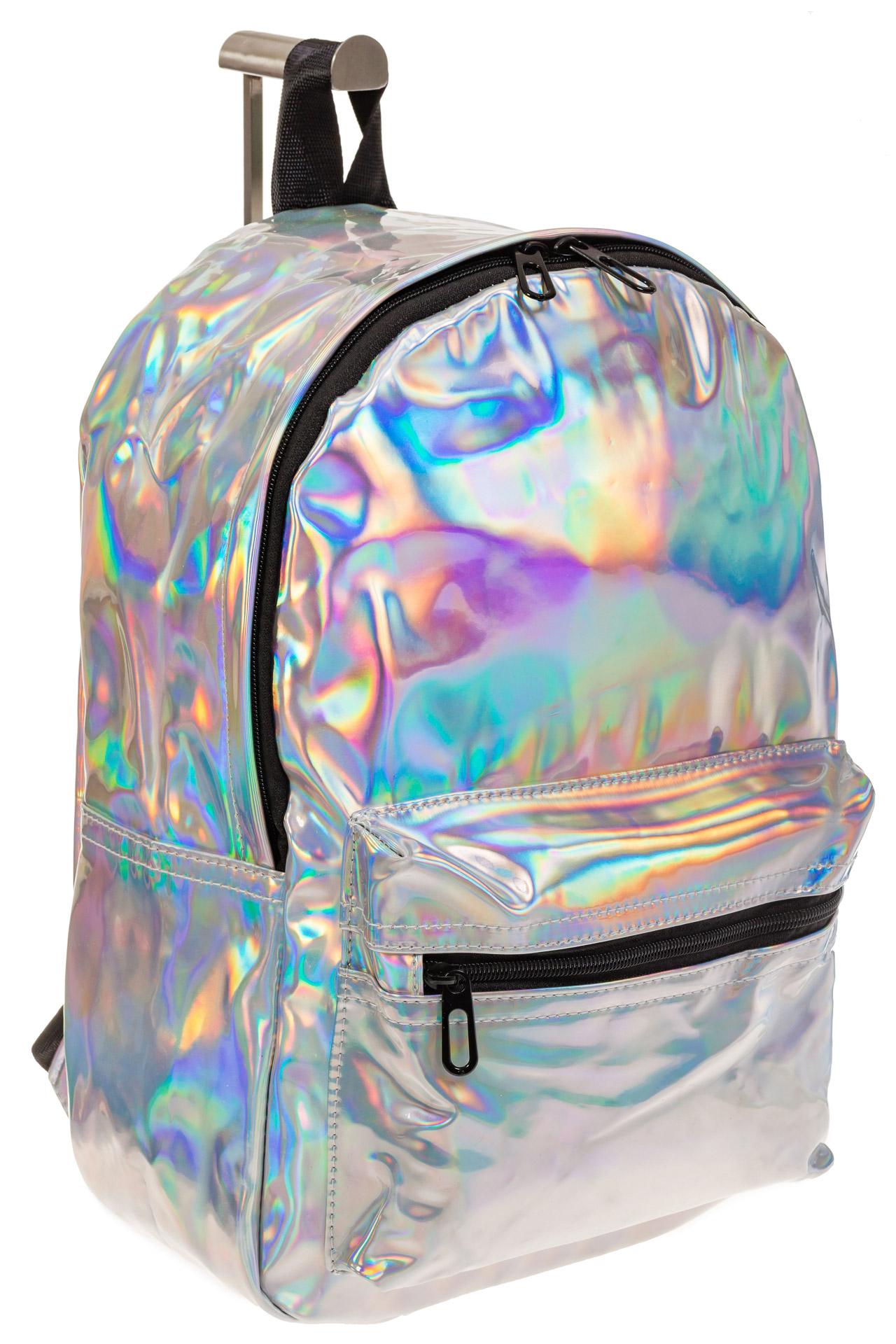 На фото 1 - Женский рюкзак из искусственной кожи серебряного цвета