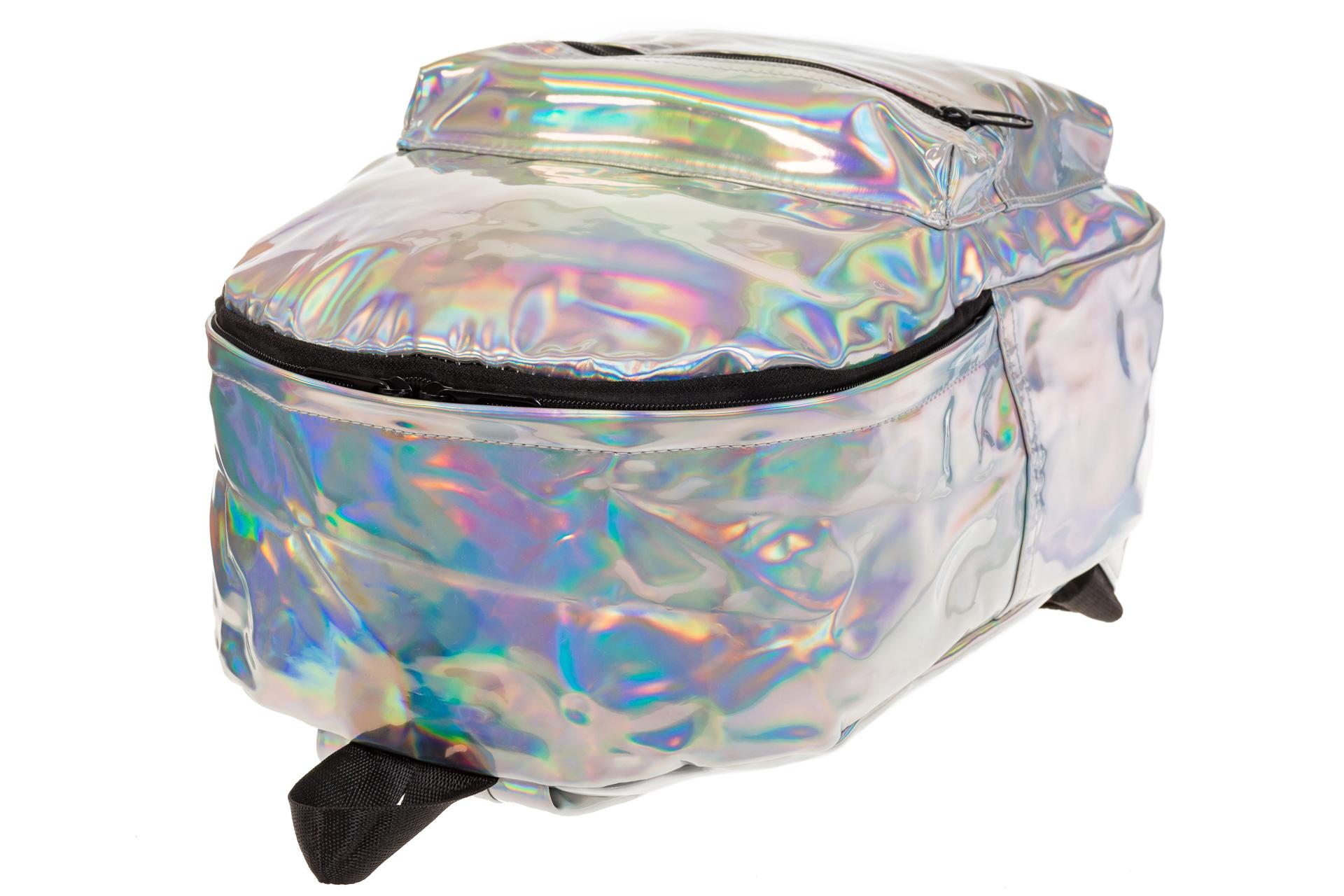На фото 4 - Женский рюкзак из искусственной кожи серебряного цвета