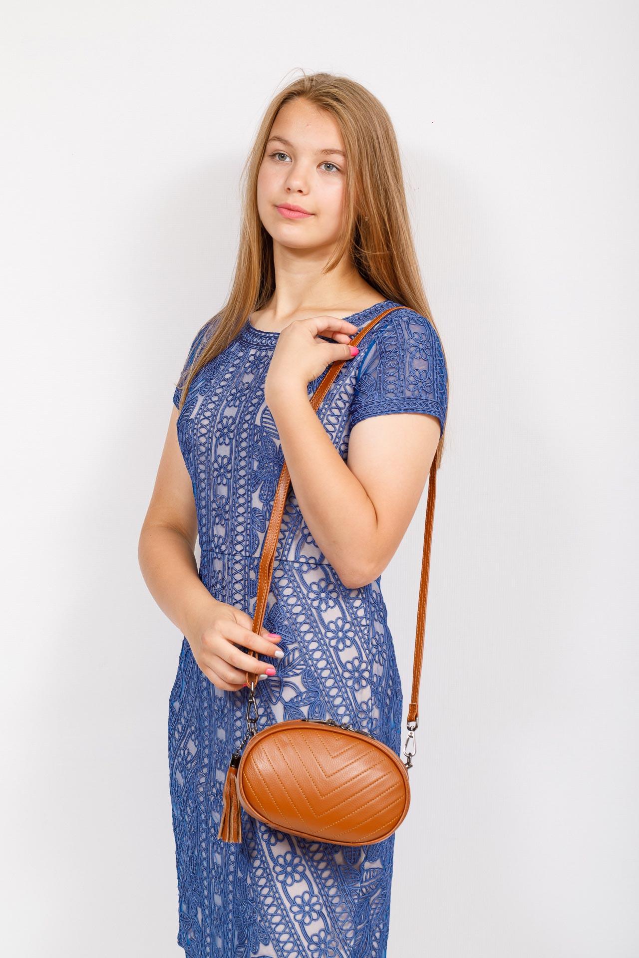 На фото 4 - Круглая сумка-малышка из натуральной кожи, цвет рыжий