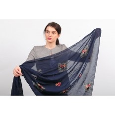 На фото 2 - Легкий палантин платок с вышивкой из хлопка и линона, цвет синий