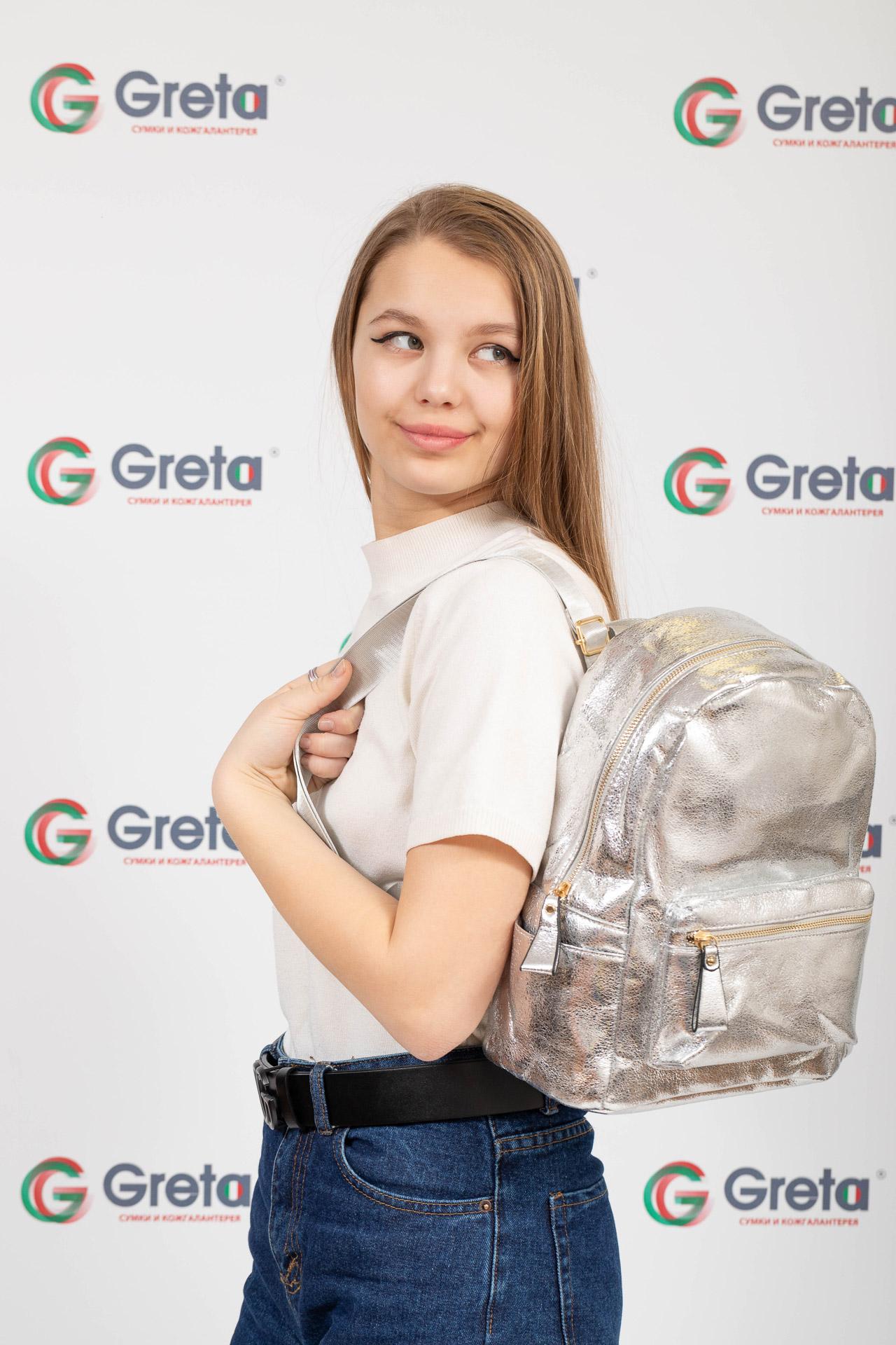 На фото 4 - Молодежный рюкзак из искусственной кожи, цвет серебро