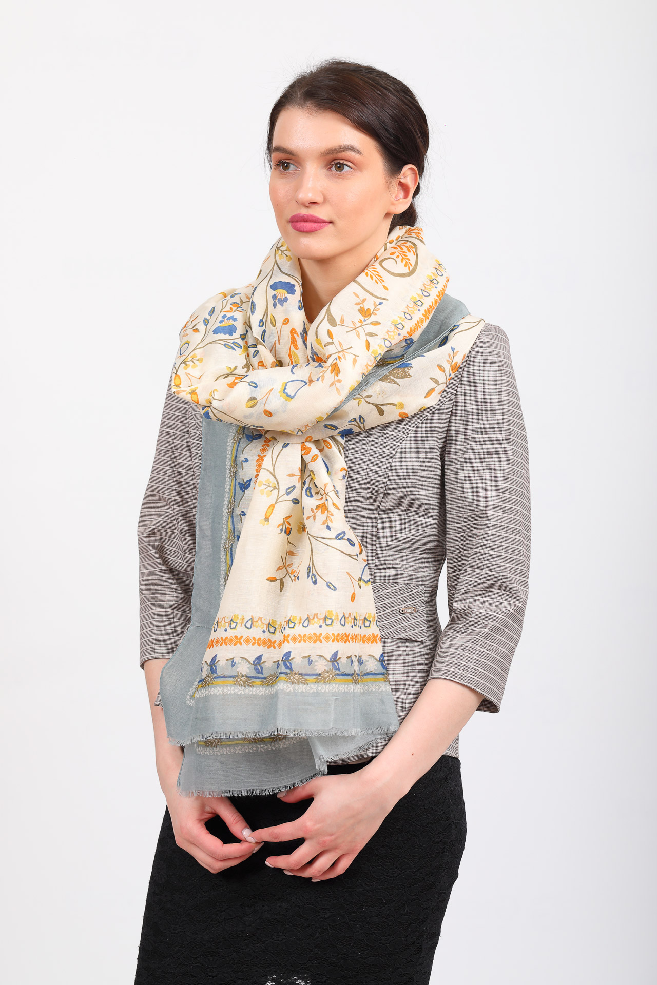 На фото 1 - Полупрозрачный палантин-платок и шарф, с золотистыми блестками, серый
