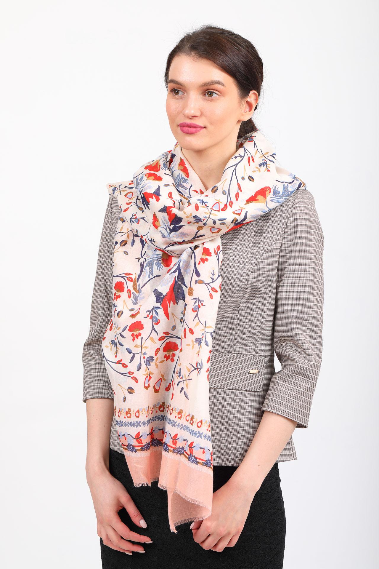 На фото 1 - Легкий яркий палантин платок из хлопка и вискозы, цвет пудра