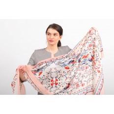 На фото 2 - Яркий шелковый палантин-платок и шарф для женщин, размер 186*176 см, пудра
