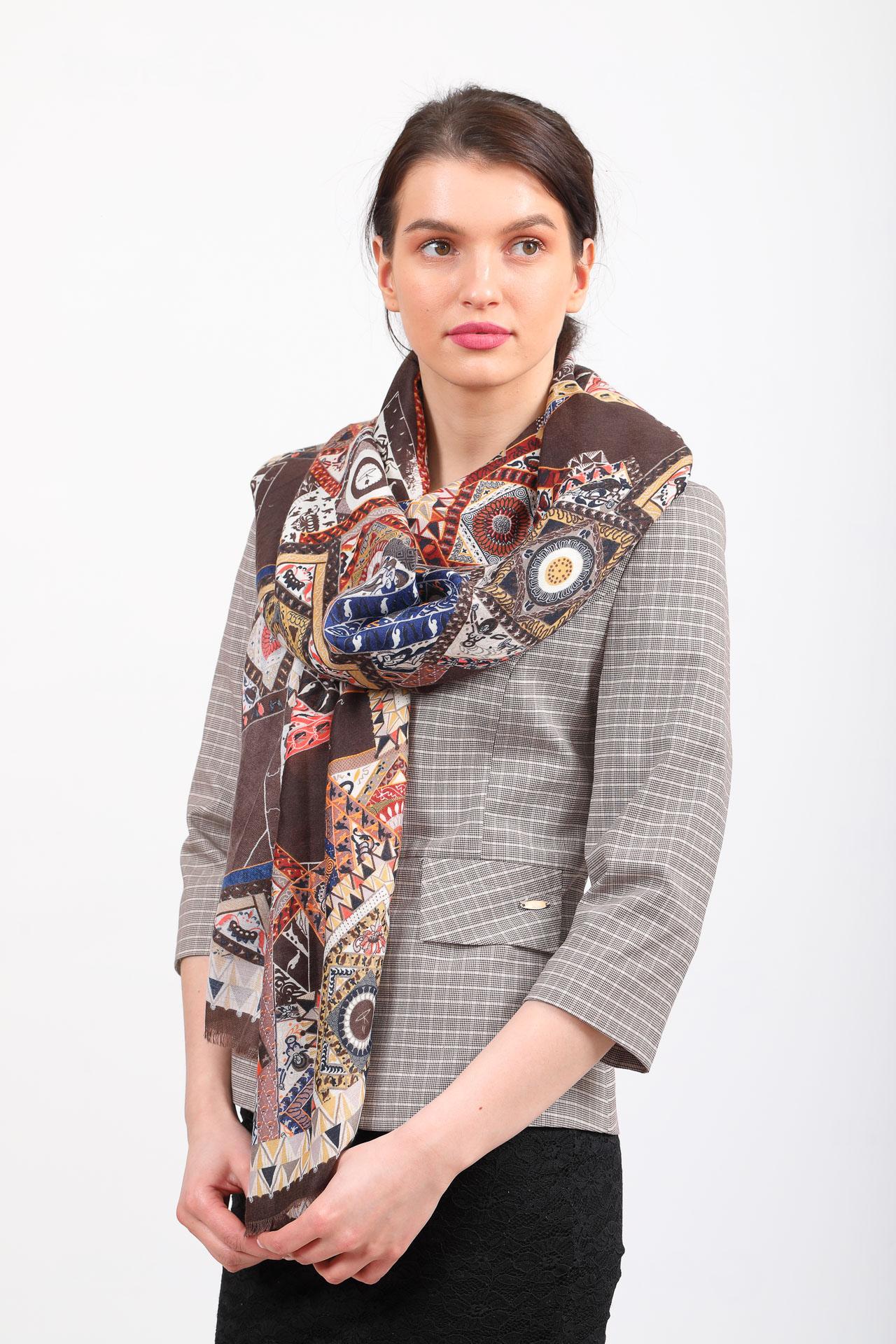 На фото 1 - Легкий пестрый палантин платок из хлопка и вискозы, цвет серый с коричневым