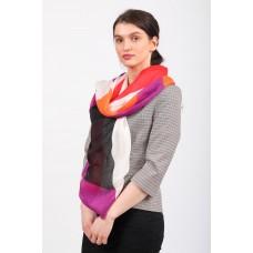 На фото 1 - Дешевый палантин-шарф шелковый с геометричным принтом, красно-оранжевый