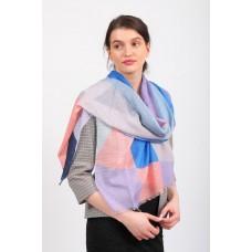 На фото 1 - Палантин-накидка шелковая с геометричным принтом, розово-голубой, производство Китай
