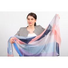 На фото 2 - Яркий легкий палантин платок из хлопка и вискозы с геометричным принтом, цвет розово-голубой