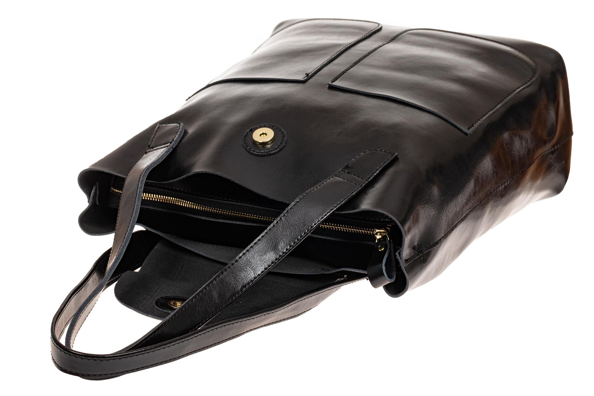 На фото 3 - Женская сумка-пакет из натуральной кожи, цвет черный