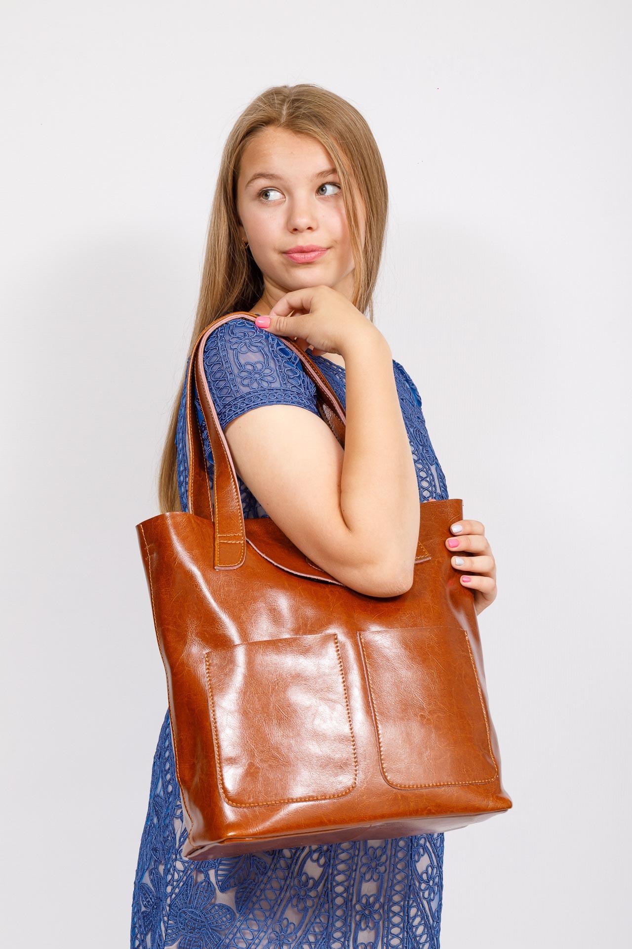 На фото 4 - Женская сумка-пакет из натуральной кожи, цвет рыжий