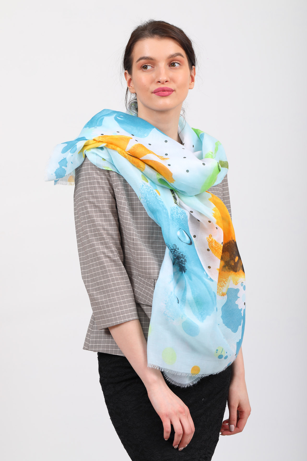 На фото 1 - Прозрачный палантин-шарф для пляжа, голубой