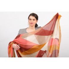 На фото 2 - Большой янтарный палантин-шарф с геометричным принтом, бордовый