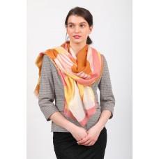 На фото 1 - Большой палантин-шарф с геометричным принтом, оранжевый