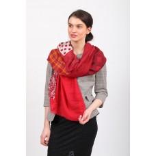 На фото 1 - Аксессуар цельный палантин-шарф c цветочными мотивами, красный