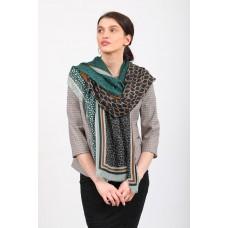 На фото 1 - Изумрудный палантин-шарф с растительными мотивами