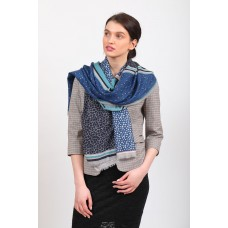 На фото 1 - Синий палантин-шарф платок с растительными мотивами