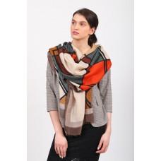 На фото 1 - Легкий палантин платок из хлопка и вискозы с геометричным принтом, цвет оранжевый с зеленым