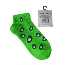 На фото 1 - Короткие молодёжные носки с принтом авокадо, цвет ярко-салатовый