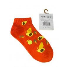 На фото 1 - Короткие молодёжные носки с принтом авокадо, цвет оранжевый