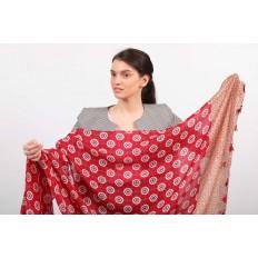 На фото 2 - Легкий палантин платок из хлопка и вискозы с цветочным принтом, цвет красный