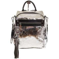 На фото 2 - Сумка-рюкзак серебристого цвета из искусственной кожи