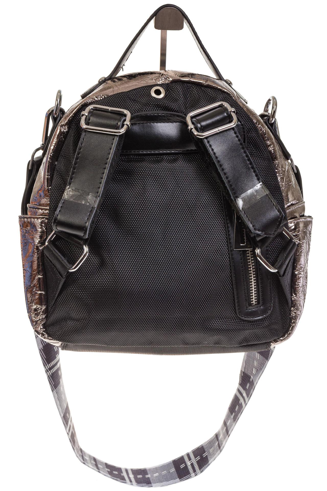 На фото 3 - Бронзовый рюкзак из искусственной кожи округлой формы