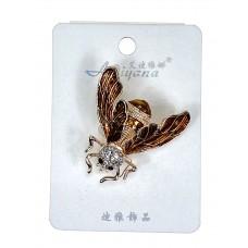 На фото 1 - Акцентная брошь в форме мухи