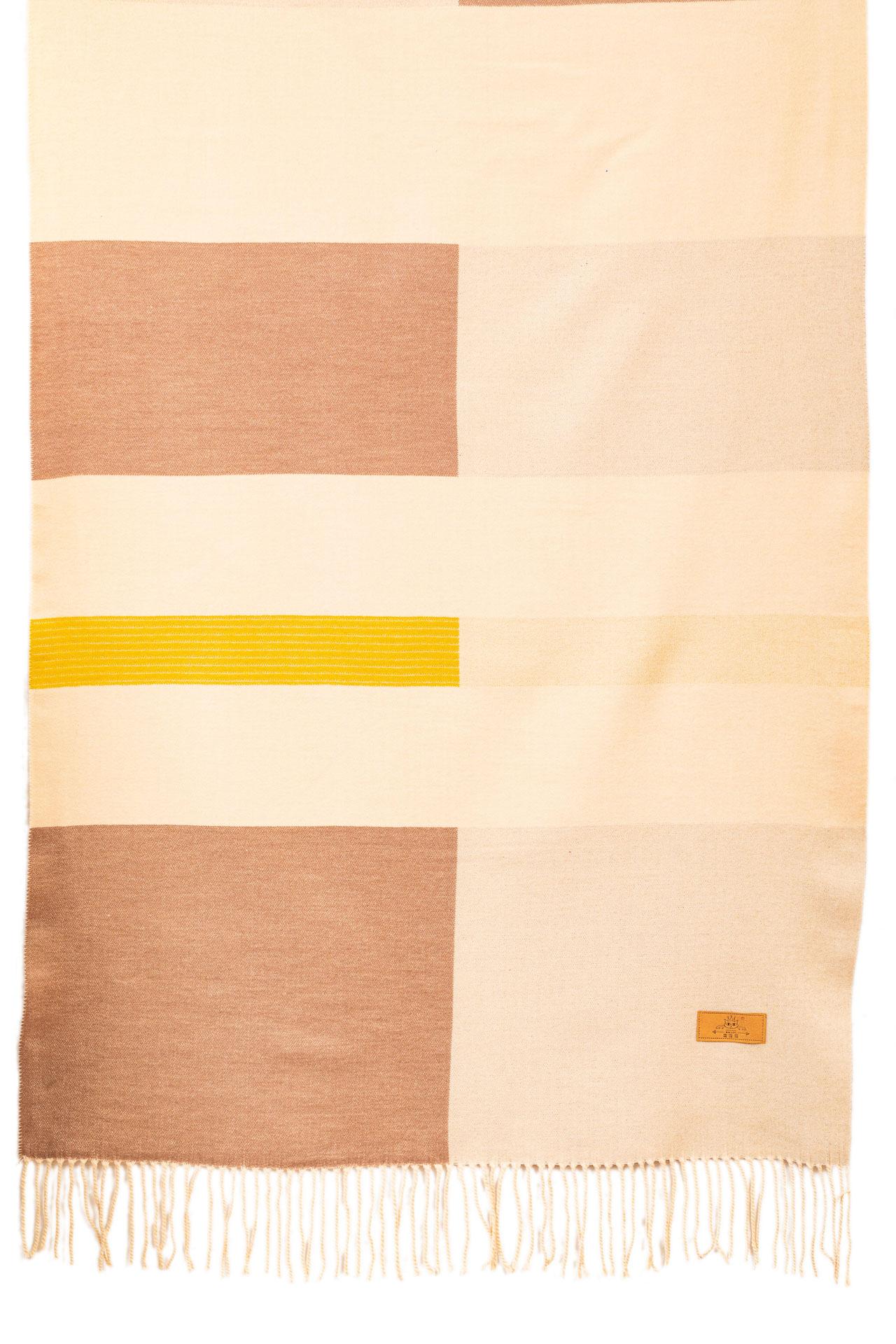 На фото 2 - Вечерний шарф-палантин из кашемира, цвет светло-бежевый