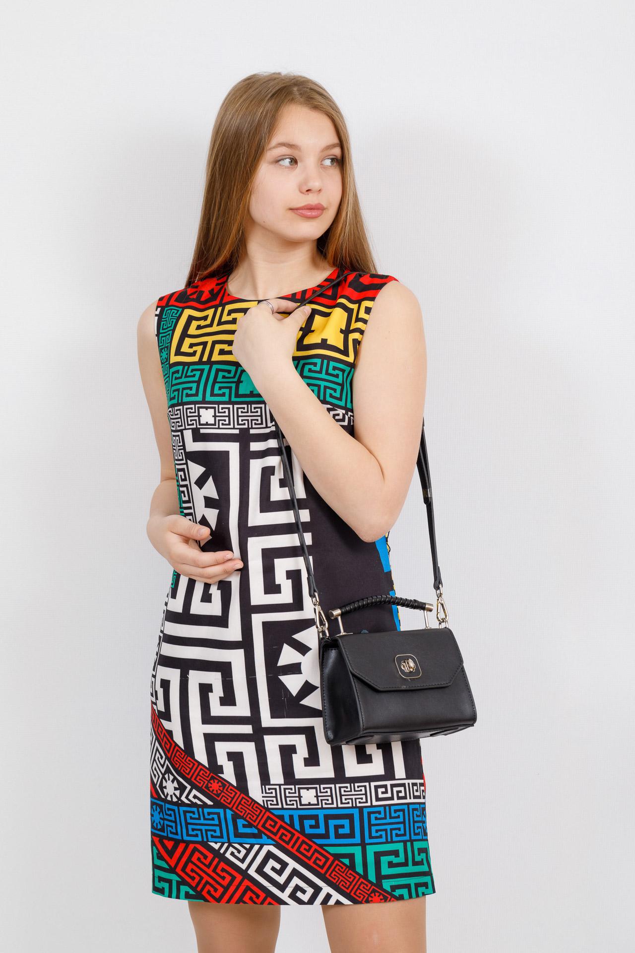 На фото 4 - Каркасная сумка-малышка из натуральной кожи, цвет черный