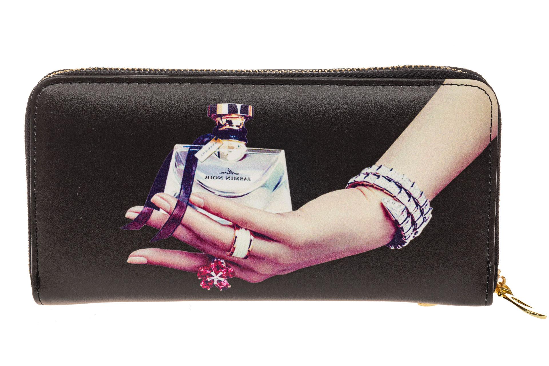 На фото 1 - Женский кошелек-клатч из искусственной кожи, фотопринт духи