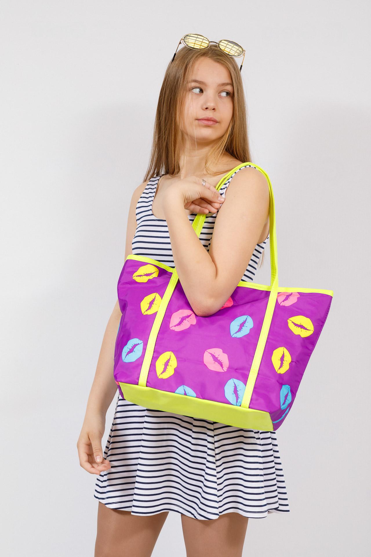 На фото 4 - Пляжная сумка из текстиля, цвет фиолетовый