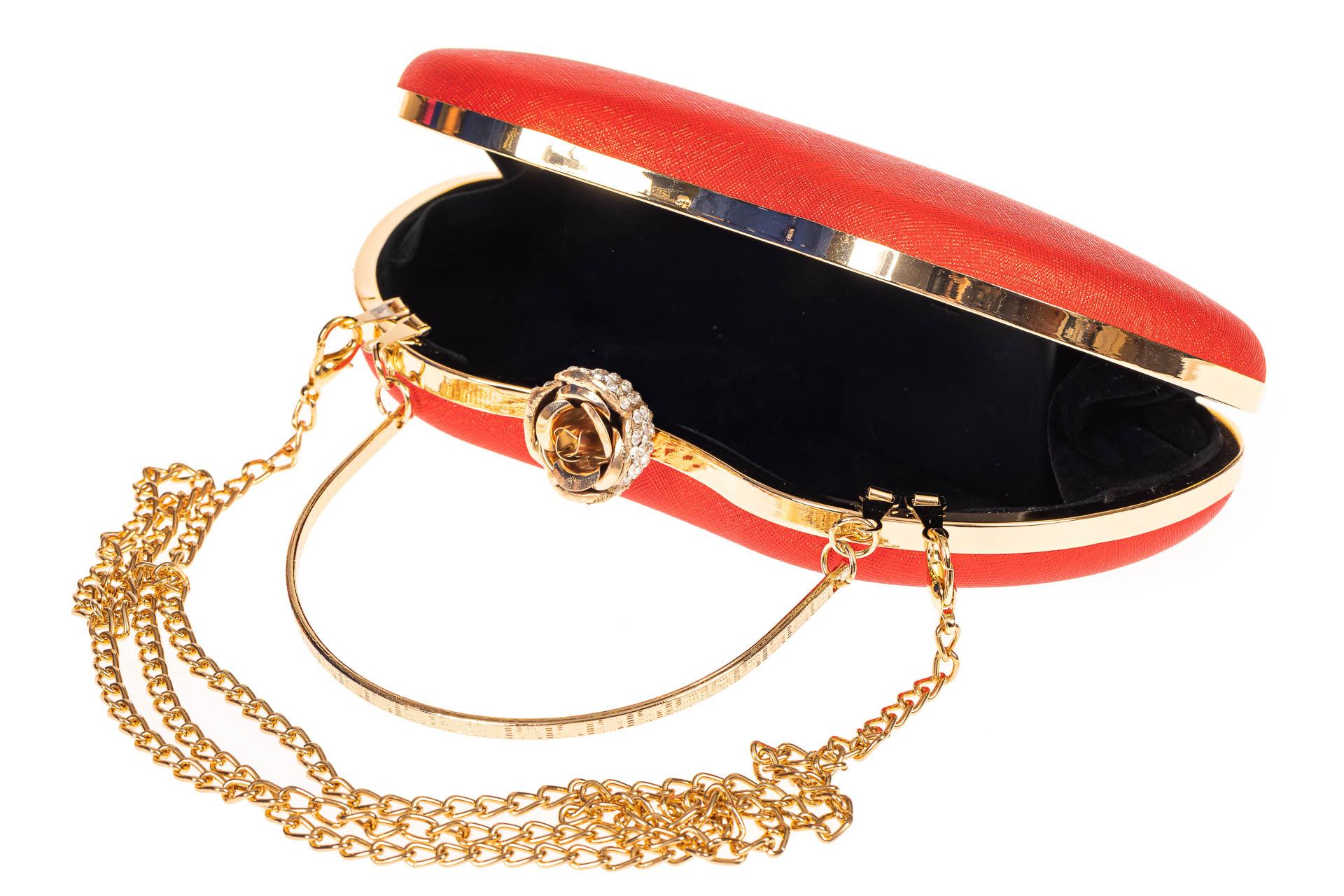 На фото 4 - Оригинальная вечерняя сумочка,  цвет красный