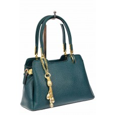 На фото 1 - Женская сумка-трапеция из экокожи с подвеской, цвет сине-зеленый