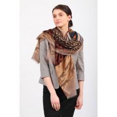 На фото 1 - Купить легкий палантин-платок (фото) из хлопка и вискозы с принтом леопард, цвет коричневый