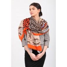 На фото 1 - Легкий палантин платок (фото) из хлопка и вискозы с принтом леопард, цвет оранжевый, купить недорого