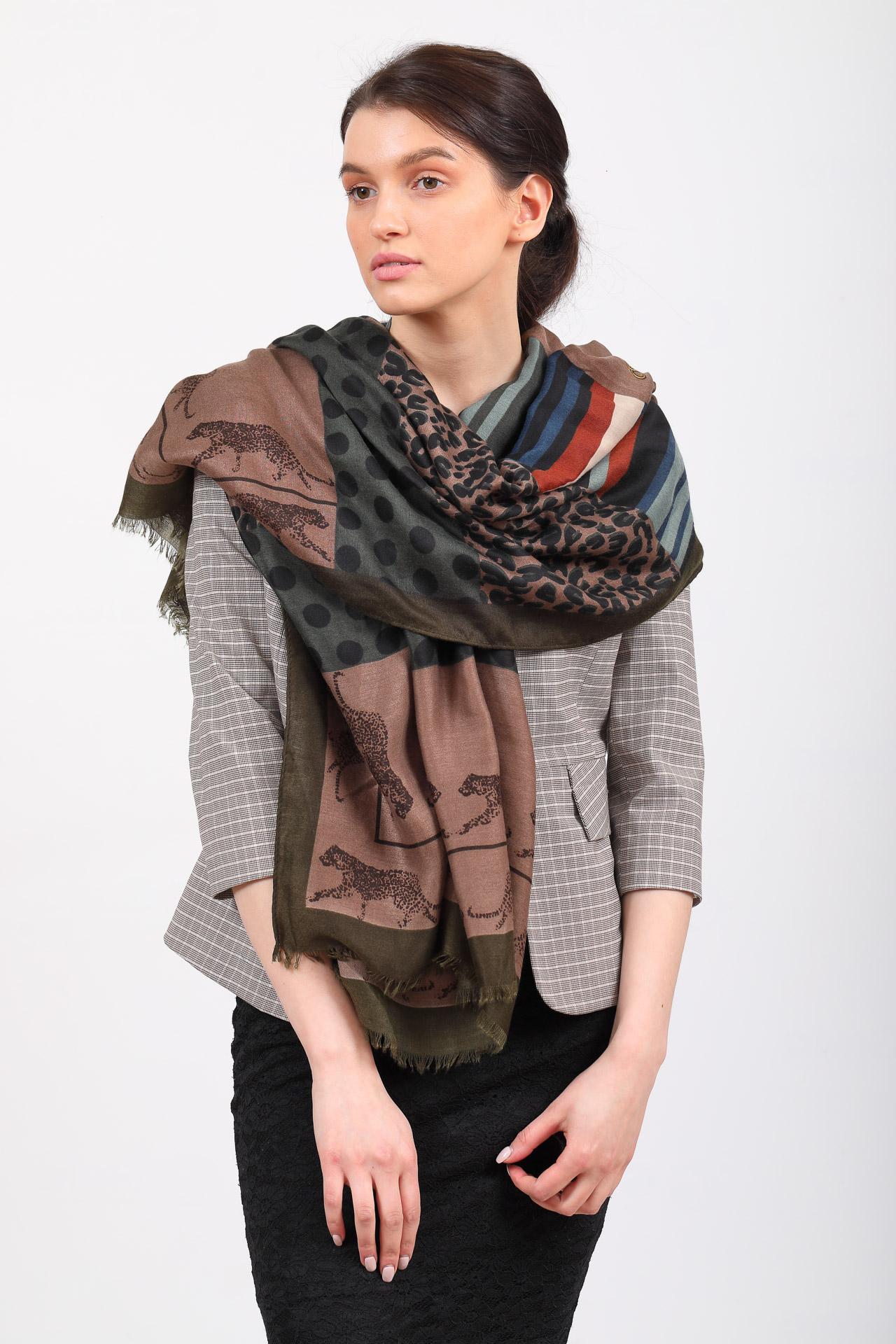 На фото 1 - Легкий палантин платок из хлопка и вискозы с принтом леопард, цвет кофе