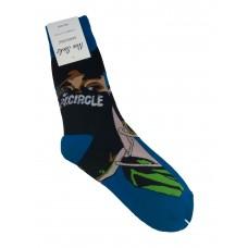 На фото 1 - Высокие носки с молодёжным принтом, цвет синий