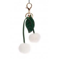 На фото 1 - Мягкий брелок-игрушка из натурального меха белого цвета