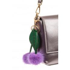 На фото 2 - Сувенирный брелок из натурального меха фиолетового цвета