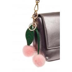На фото 2 - Автомобильный брелок из натурального меха розового цвета