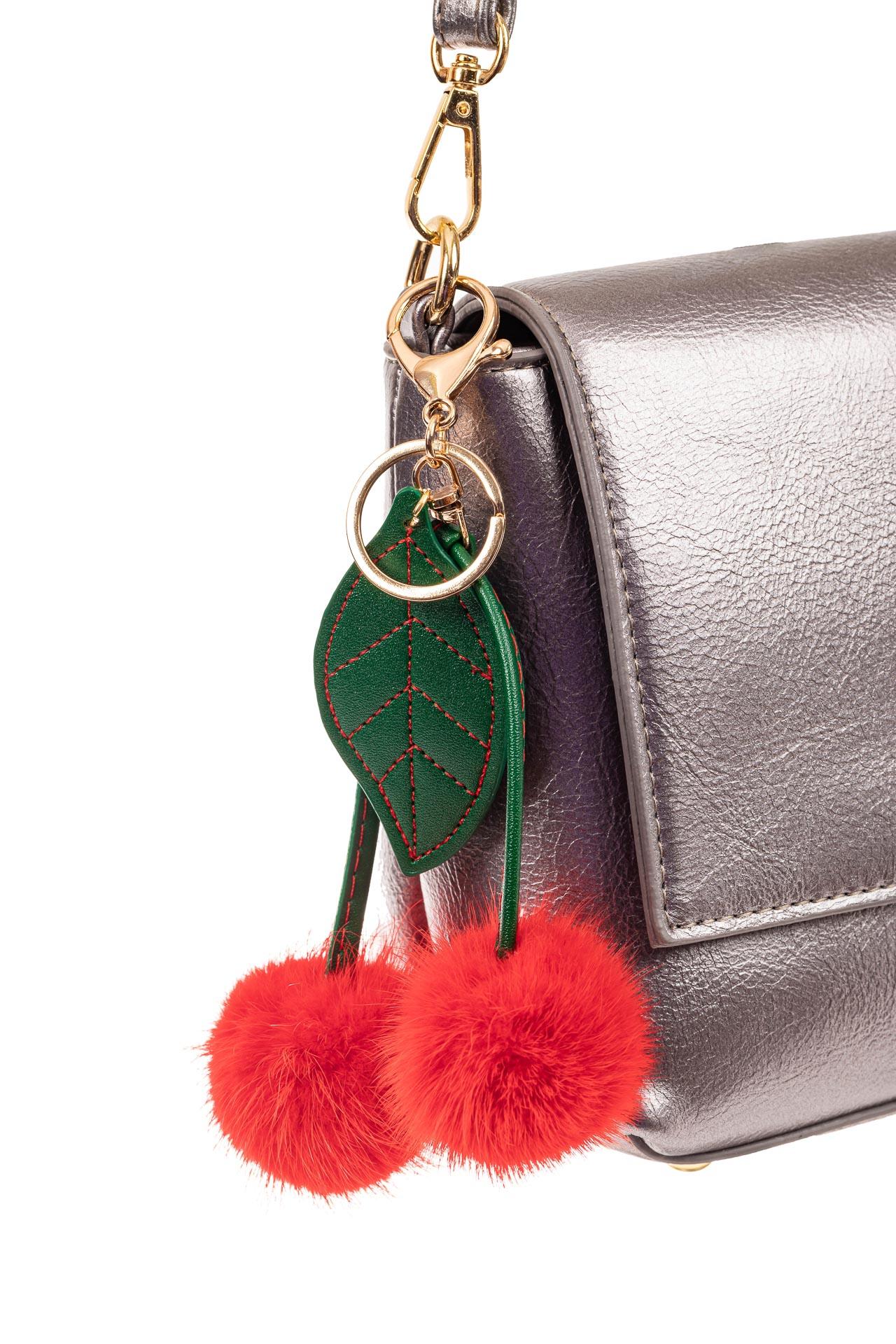 На фото 2 - Брелок-сувенир из натурального меха красного цвета