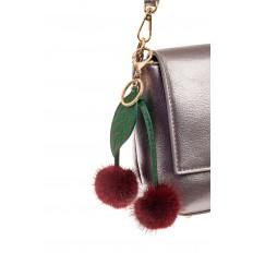 На фото 2 - Подарочный брелок из натурального меха бордового цвета