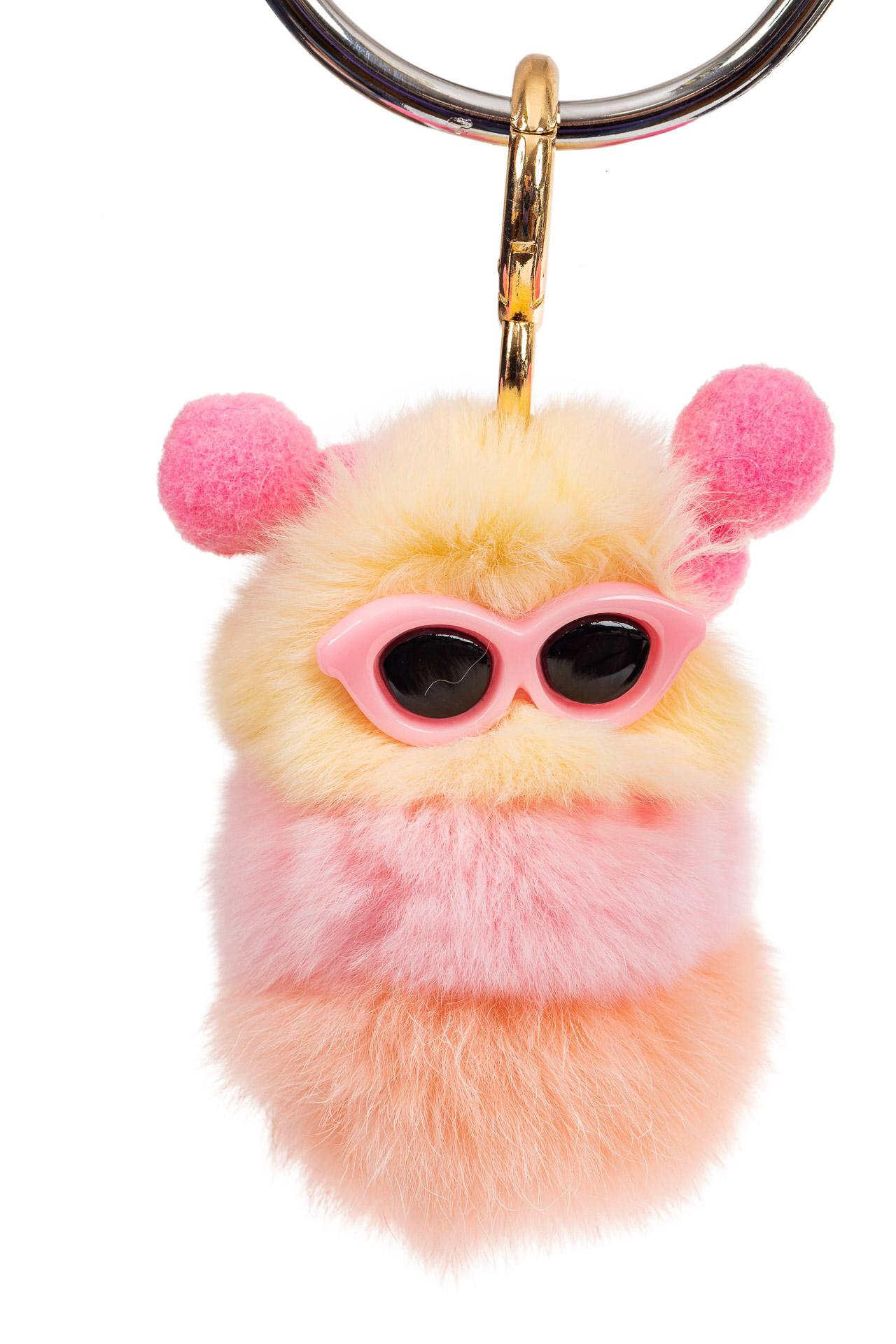 На фото 1 - Прикольный брелок из натурального меха розового цвета