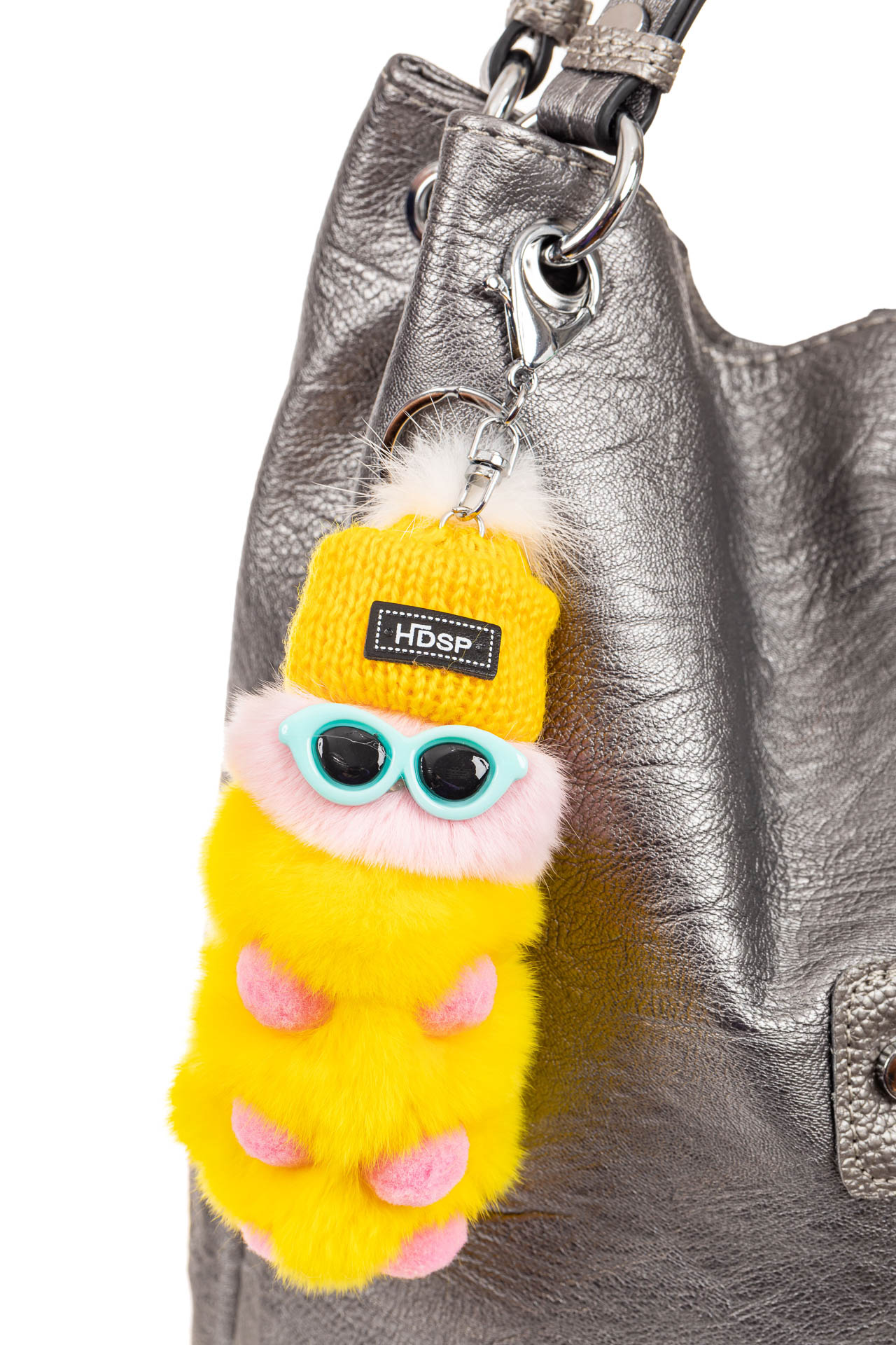 На фото 2 - Брелок из натурального меха желтого цвета