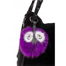 На фото 2 - Универсальный брелок из натурального меха фиолетового цвета