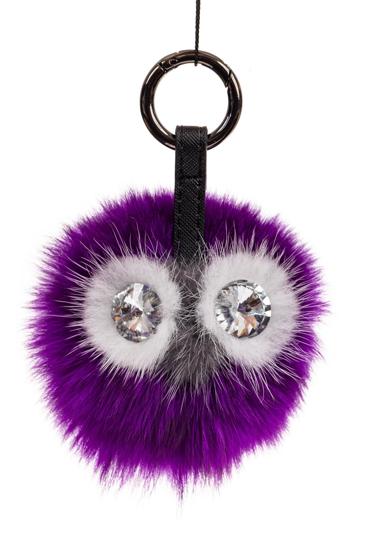 На фото 1 - Универсальный брелок из натурального меха фиолетового цвета