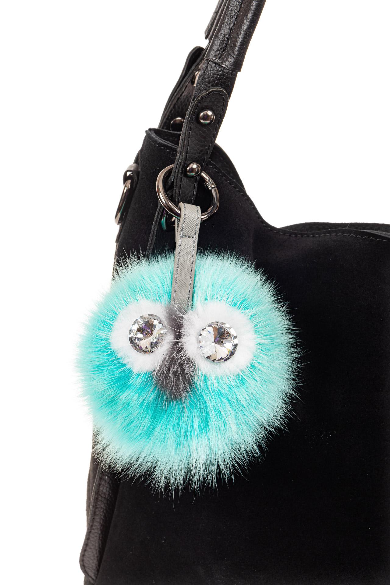 На фото 2 - Брелок с веселым дизайном из натурального меха бирюзового цвета