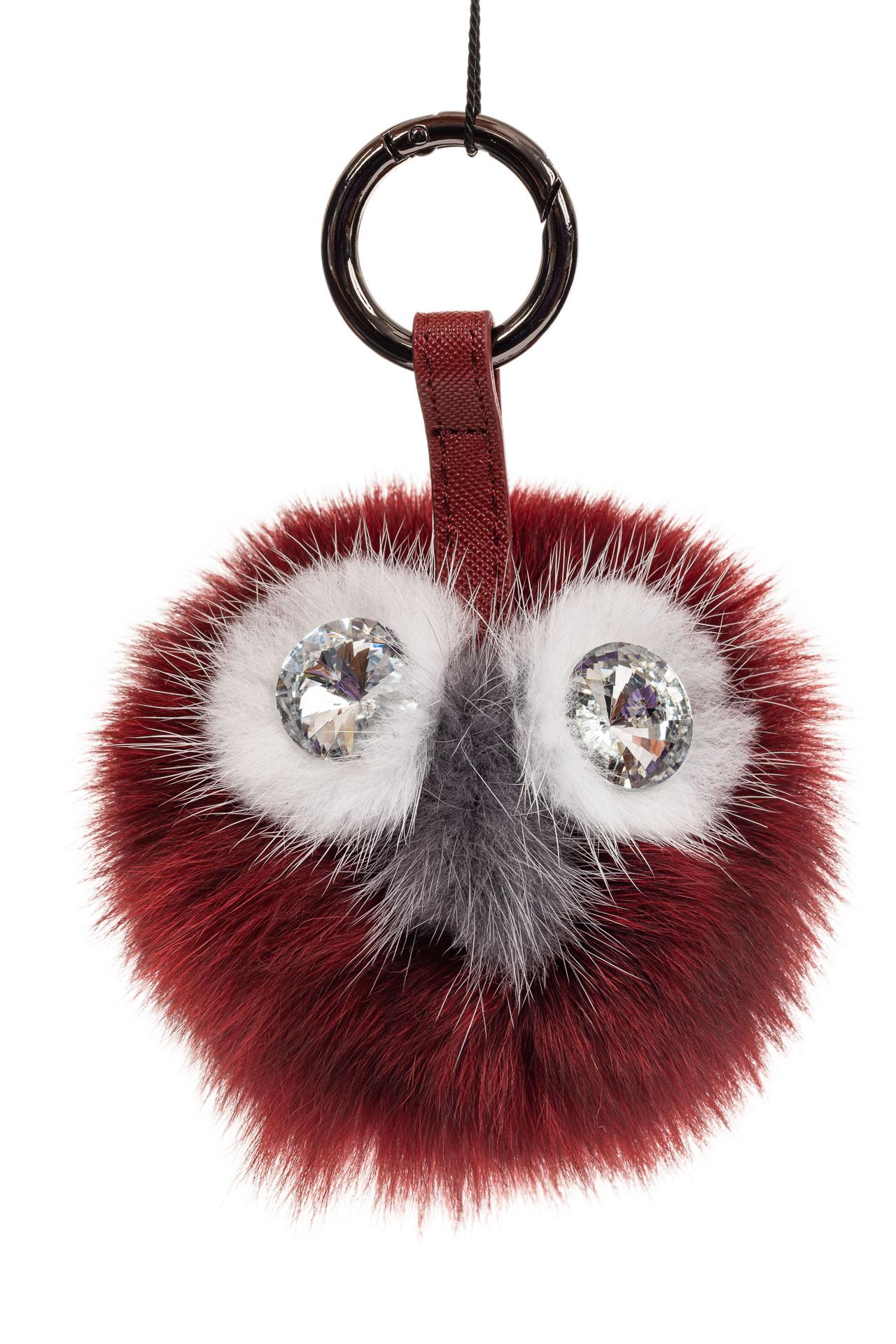 На фото 1 - Брелок из натурального меха бордового цвета