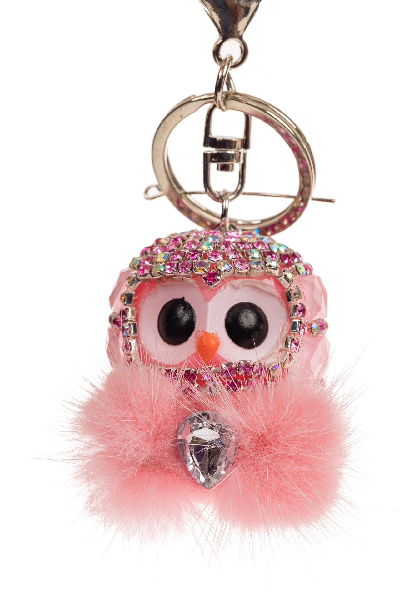 На фото 1 - Брелок в форме совы для ключей авто розового цвета