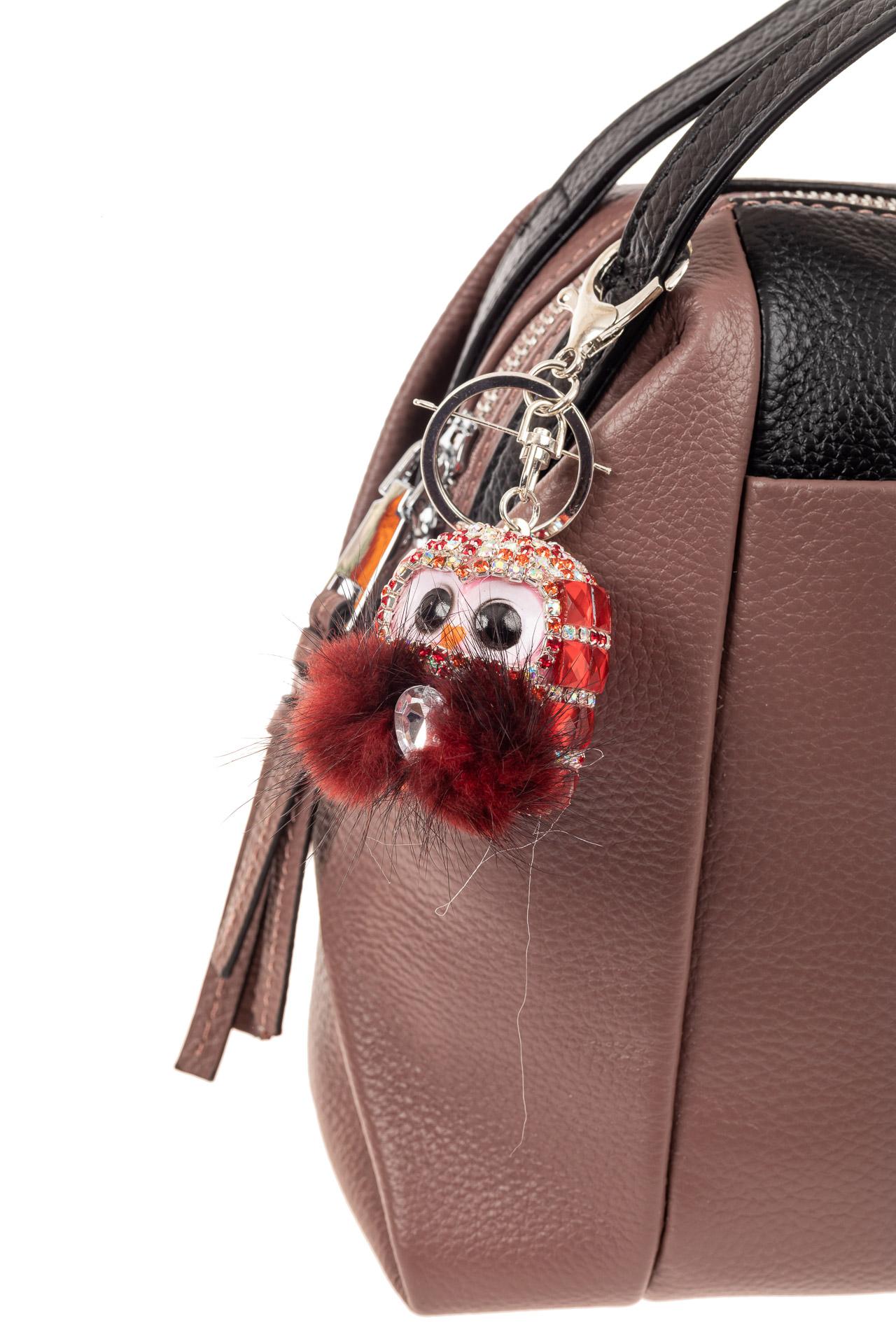 На фото 2 - Брелок в форме совы на сумочку красного цвета